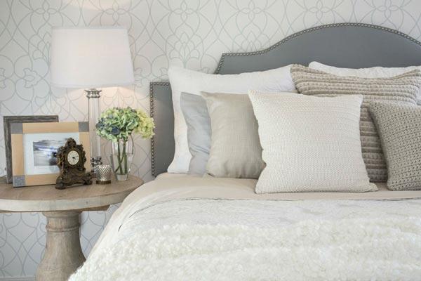 кровать в нужном месте