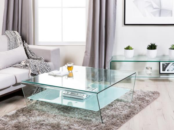 5 причин, чому в маленькій кімнаті повинен стояти скляний стіл