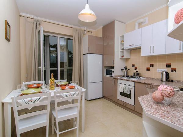 Який стіл краще вибрати на кухню в залежності від форми, матеріалу