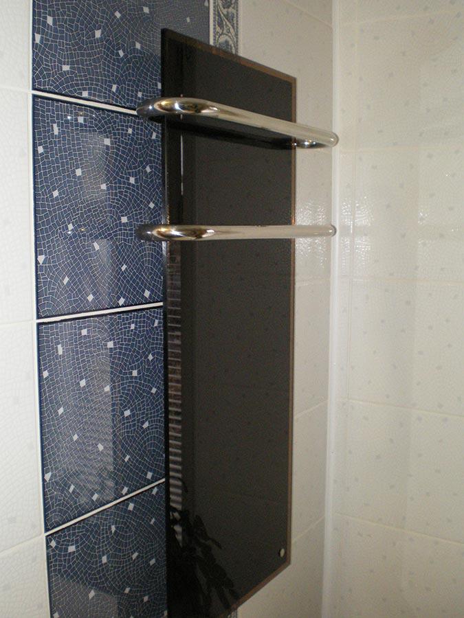 Правильна установки электрического полотенцесушителя в ванной