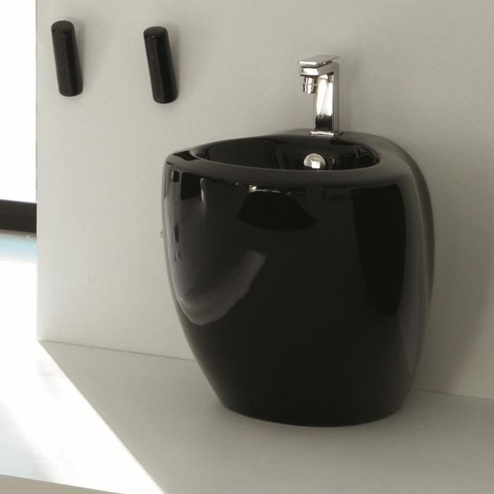 Нестандартный дизайн ванной комнаты. Кому нужно черное биде