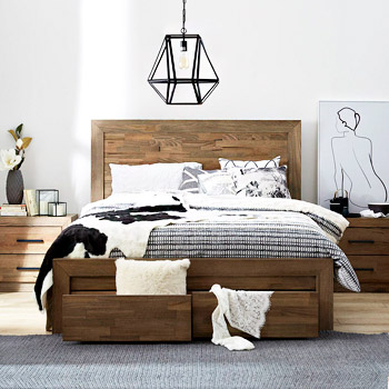 Дерев'яні спальні гарнітури