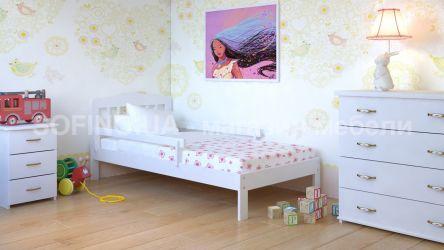 Белая кровать c бортиком