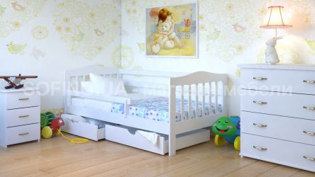 Белая кровать с ящиками и бортиком